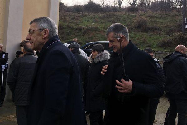 Les députés Michel Castellani et Jean Lassalle sont présents aux obsèques d'Edmond Simeoni à Lozzi lundi 17 décembre.