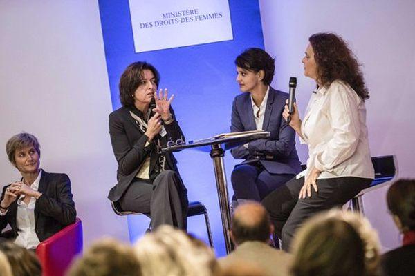 Najat Vallaud-Belkacem, ministre des Droits des femmes,  à l'occasion de la première semaine de l'égalité professionnelle, avec des femmes chefs d'entreprise, le 17 octobre 2013.