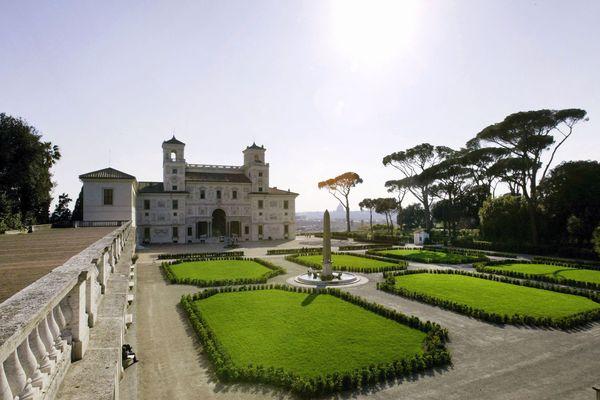 """La Villa Médicis à Rome a fait appel à un """"compost"""" aveyronnais pour redonner vie aux arbres fatigués de son jardin à l'italienne - archives."""