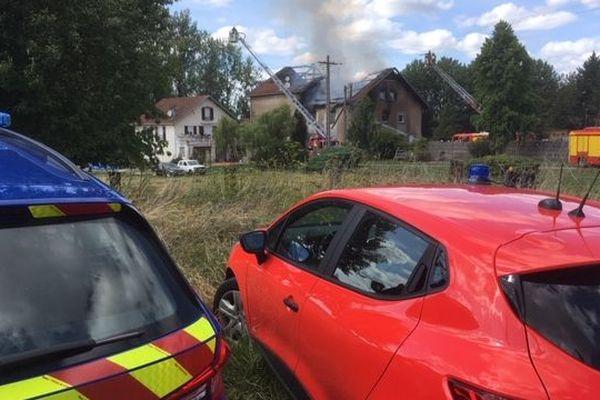 Incendie à Raon l'Etape (Vosges). Les secours avaient déployé un important périmètre de sécurité.