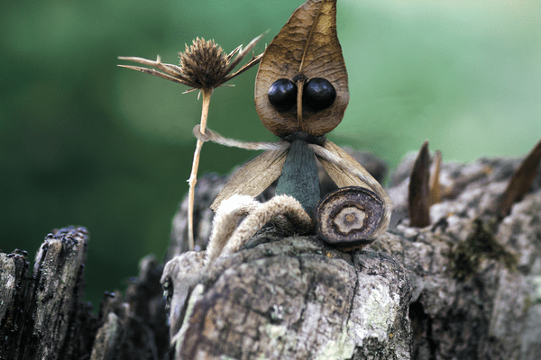 Oeuvre de l'artiste gersois Sylvain Trabut, à la fois créateur et photographe de ces attachants petits personnages.