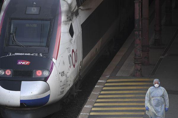 Le TGV transformé pour le transport de malades.