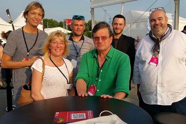 Marc Gauché (au centre de la photo) lors du dernier Congrès du parti socialiste, à Poitiers, avec la députée Linda Gourjade (à l'extrême gauche de la photo)
