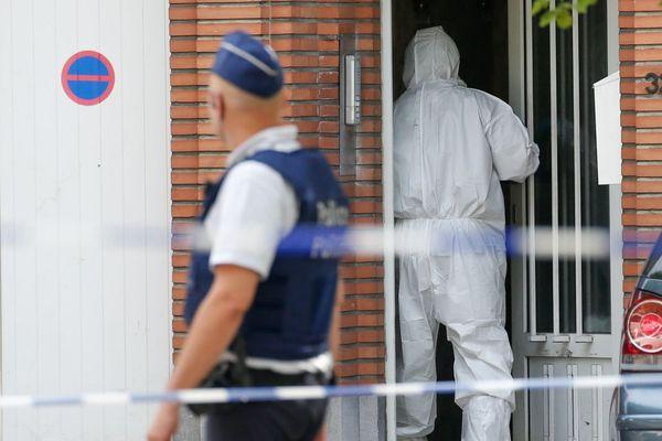Illustration d'une expertise policière pratiquée au domicile de l'un des auteurs des attaques.