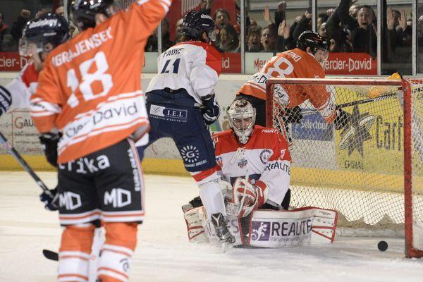 Les Ducs d'Angers s'inclinent 6-2 à Epinal dans les demi-finales de la Ligue Magnus.