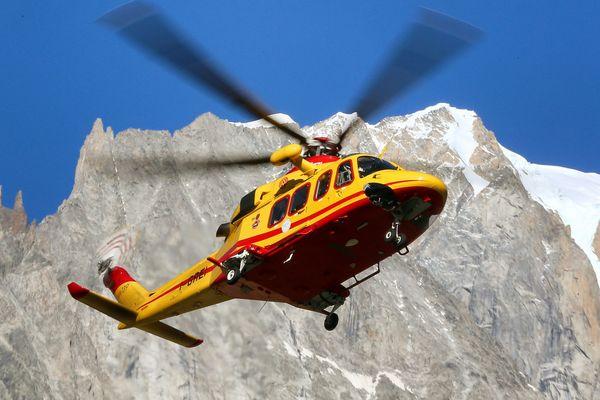 Un hélicoptère du secours alpin italien