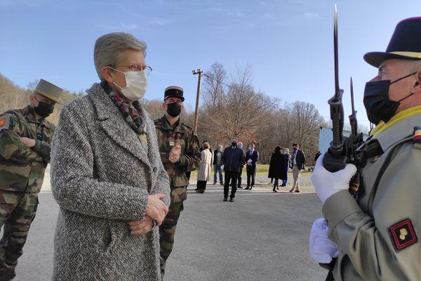 Revue de troupes pour la ministre Geneviève Darrieussecq au camp de la Courtine en Creuse