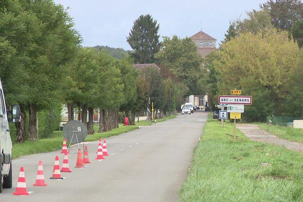 Les travaux sont menés par l'entreprise Vert Tiges à Arc-et-Senans