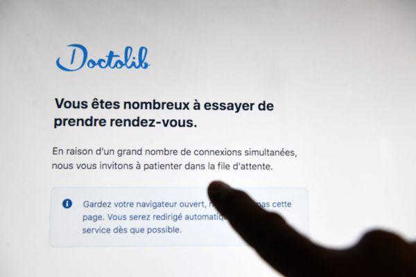 Le site Doctolib s'est retrouvé saturé à la suite des annonces d'Emmanuel Macron sur l'extension du pass sanitaire.