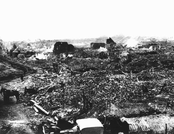 Le village de Croisilles, près de Bullecourt, détruit en mars 1918.
