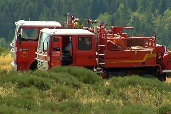 Des pompiers mobilisés sur un feu d'espace naturel