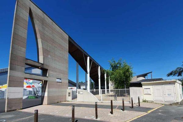 Le Collège André Chêne de Fleury-les-Aubrais restera fermé cette semaine comme tous les autres établissements scolaires de la ville
