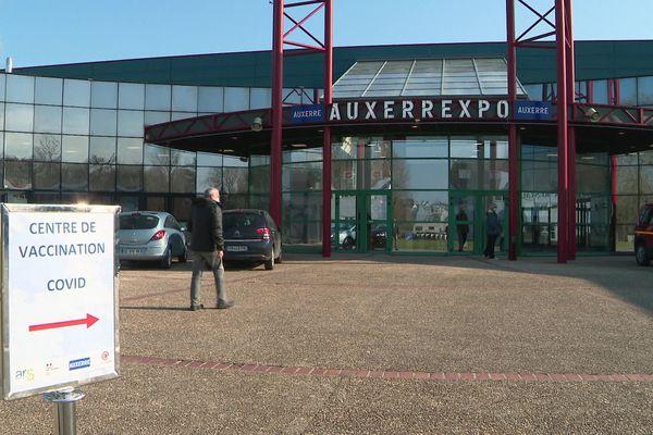 Le Palais des Congrès Auxerrexpo s'est transformé en centre de vaccination dimanche 7 mars