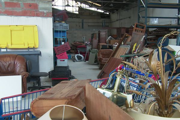 Des tonnes d'encombrants sont triés et remis en état par l'association Le Parchemin