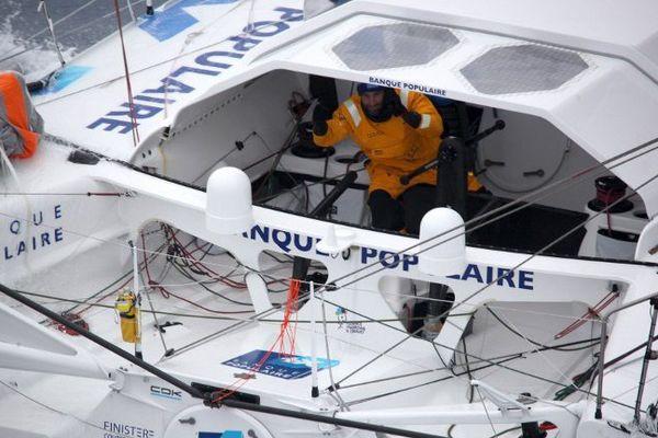 Armel Le Cléac'h en direction des côtes bretonnes, photographié depuis un avion de la Marine Nationale.