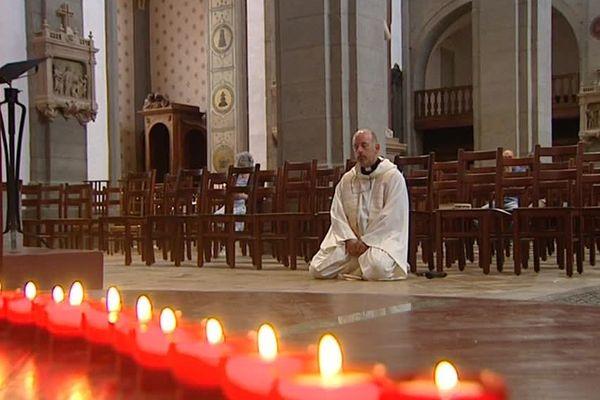 Hommage au père Jacques Hamel dans l'église de Vesoul