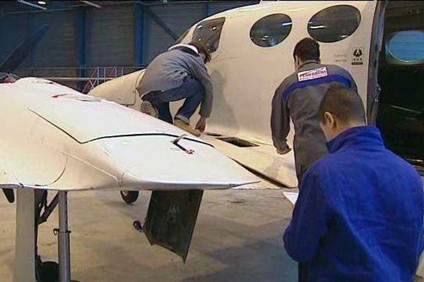 Ces élèves en BTS aéronautique au Lycée Roger Claustres à Clermont-Ferrand mettent toutes les chances de leur côté pour trouver un emploi une fois leur diplôme en poche.