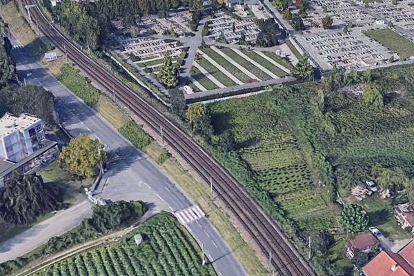 C'est sur la rue du Brouaz, qui longe la voie ferrée, que l'automobiliste a été contrôlé à 111 km/h.