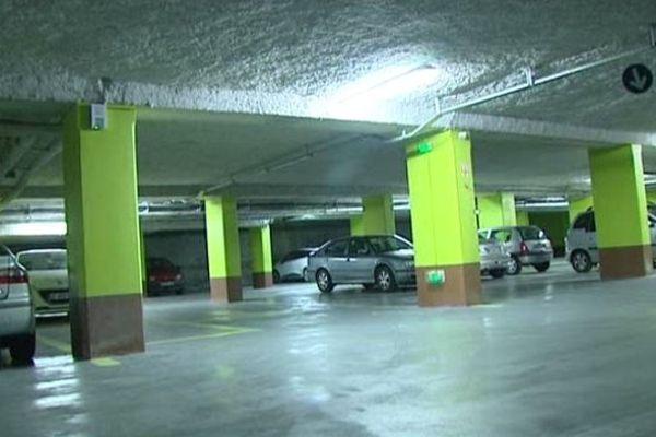 Un enfant de 11 ans est décédé jeudi soir dans le parking souterrain d'un supermarché de Nice.