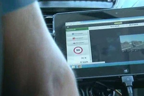 La nouvelle technologie utilisée par les gendarmes pour lutter contre les excès de vitesse : la photo fait preuve et la contravention est envoyée directement par un serveur