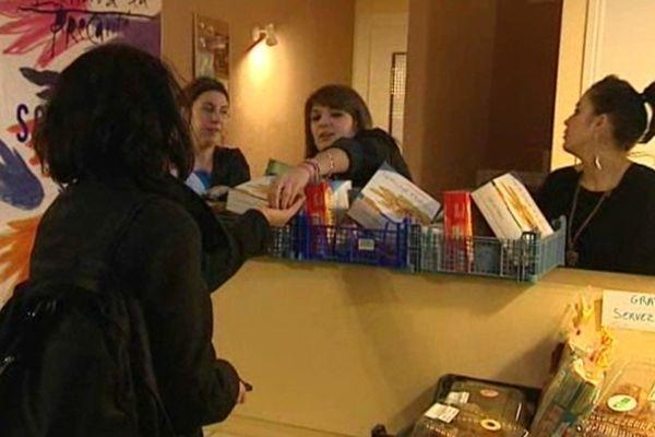 """""""La Fringale"""" à Clermont-Ferrand est devenue une adresse indispensable pour les jeunes et les étudiants qui ont besoin de colis alimentaires pour finir le mois."""