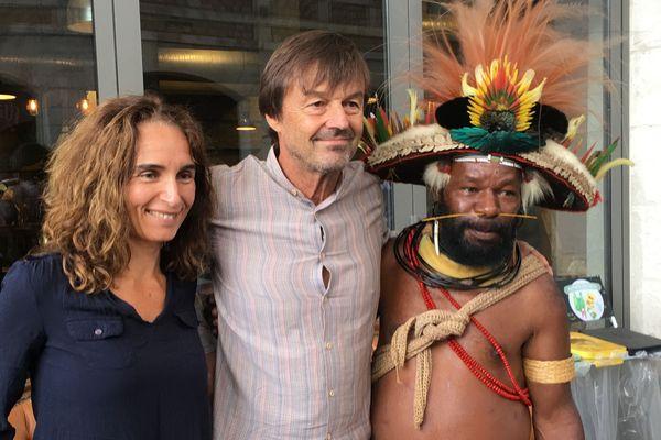 Nicolas Hulot au festival Climax de Bordeaux en compagnie du chef papou Mundiya Kepanga