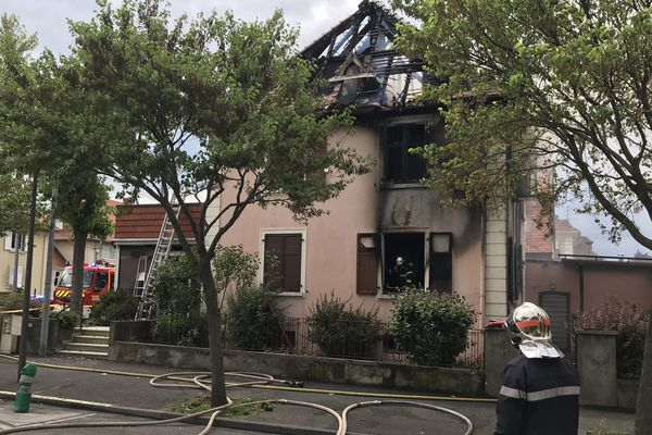 Colmar: une octogénaire sauvée par son voisin d'en-face dans l'incendie de sa maison