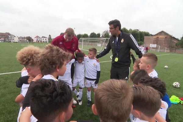 Apprendre les valeurs du Real Madrid et du football, c'est un des objectifs principaux de ce stage intensif.