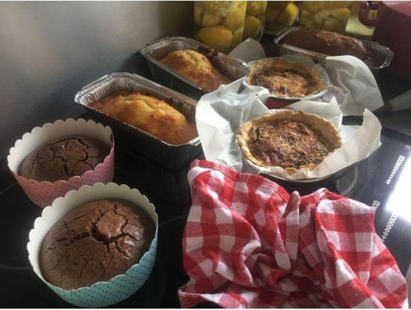 Des gâteaux « maison » pour compenser l'absence.