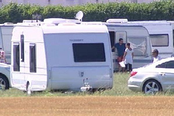 80 caravanes se sont installées le lundi 5 août 2013 sur le stade municipal