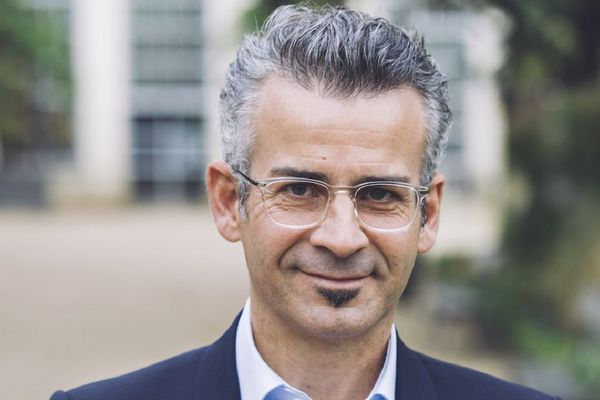 Le candidat EELV à la mairie de Tours, Emmanuel Denis, arrive en tête des intentions de vote selon un sondage publié ce vendredi 21 février.