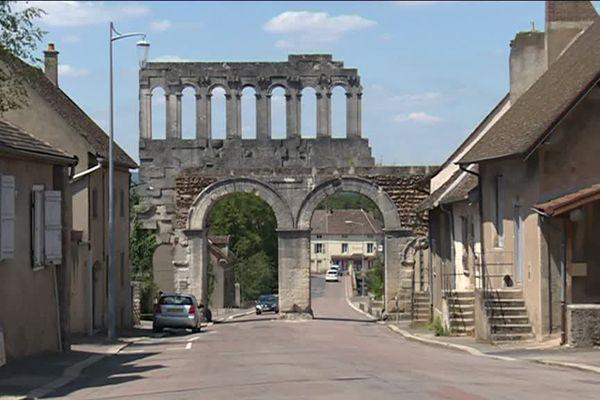 La porte d'Arroux à Autun (Saône-et-Loire)