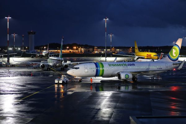 L'arrêté instituant un couvre-feu sur l'aéroport de Nantes-Atlantique est assorti de nombreuses dérogations pour les transporteurs