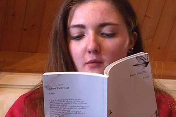 """Lise Thaflet  a écrit le livre """"Mon Combat"""" pour dénoncer le harcèlement scolaire."""