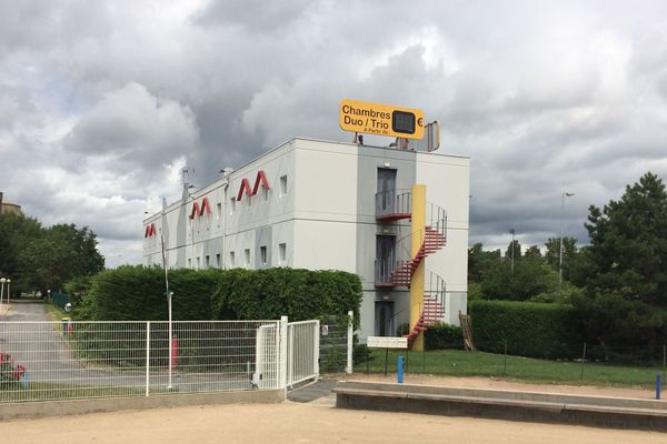 En mars dernier, l'Etat et le groupe Accor ont passé un accord. Conséquence : l'hôtel Formule 1 de Montluçon (03) va devenir un centre d'accueil pour réfugiés. Le maire de Montluçon s'oppose à ce projet.