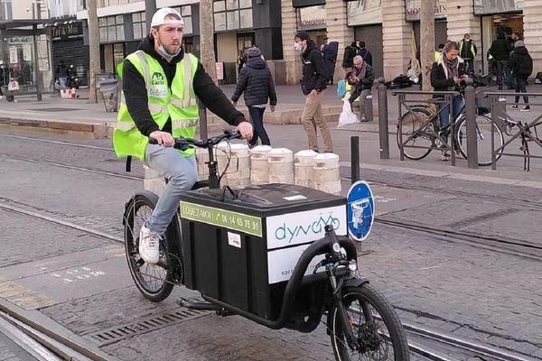 C'est ce genre de vélo cargo qui serait utile à l'association.
