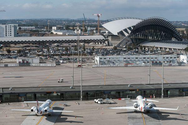 Arrivés à 17h24, les passagers du vol Tel-Aviv-Lyon ont pu récupérer leurs bagages entre 19h15 et 19h26.