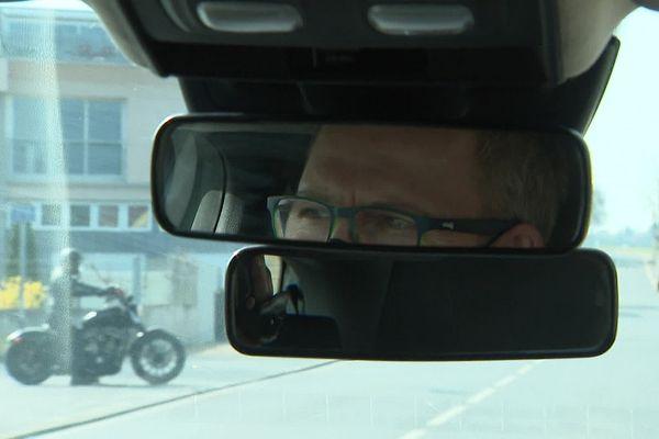 Sébastien Douché, patron de 2 auto-écoles dans le Puy-de-Dôme, a offert le permis de conduire à deux jeunes en difficulté.
