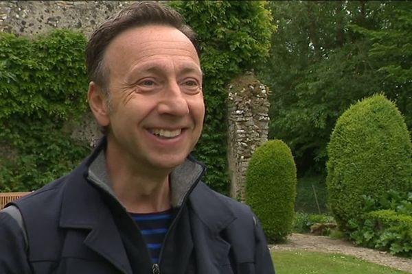 """Stéphane Bern s'est prêté au jeu de """"Mon Armada à Moi"""" et à répondu à nos questions en marge d'un tournage sur le patrimoine à l'abbaye de Longues-sur-Mer (Calvados)."""
