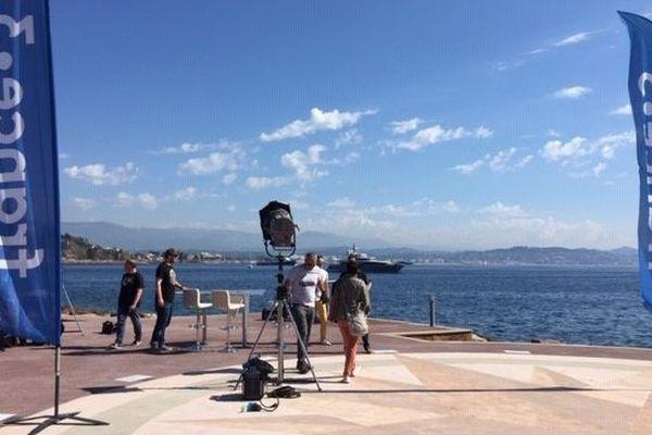 Le tournage de l'émission ECM à Théoule-sur-Mer.