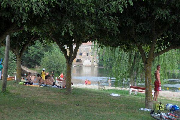 La plage d'Ardus, à Lamothe-Capdeville, dans le Tarn-et-Garonne, accueille les baigneurs tout l'été.