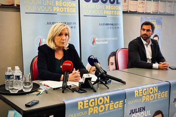 Marine Le Pen et Julien Odoul lors de leur point presse commun