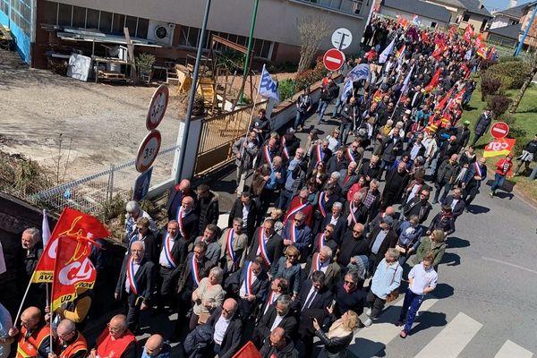 Le cortège a réuni beaucoup d'élus locaux et régionaux.