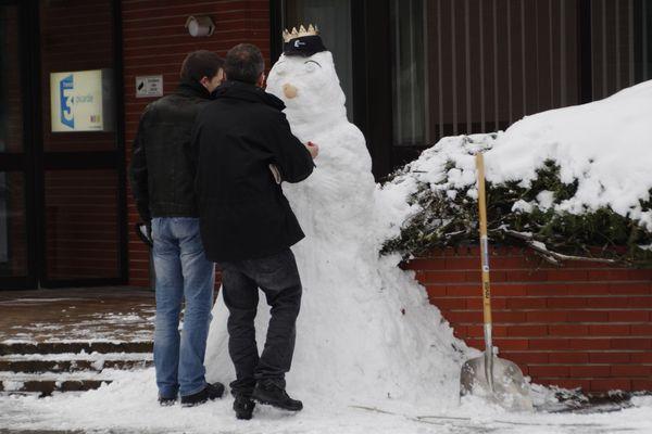 Certains salariés de France 3 Picardie en ont aussi profité pour façonner un nouveau personnage pour accueillir les visiteurs dans nos locaux.