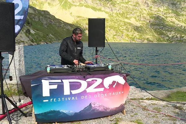 Le DJ YungDiggerz en concert au lac d'Artouste, le 10 juillet 2021.
