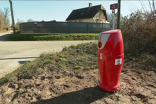 Une borne incendie dans une commune rurale