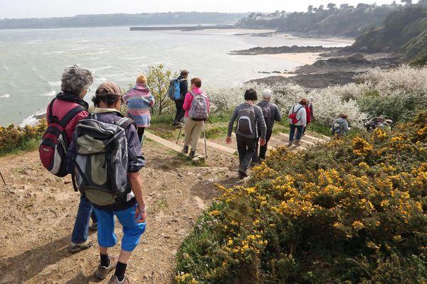 La randonnée fait partie des activités qui continuent de progresser en Bretagne