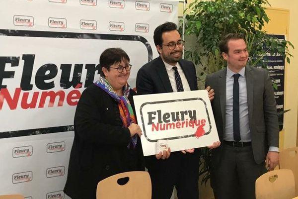 La maire Marie-Agnès Linguet, Mounir Mahjoubi, secrétaire d'État chargé du numérique et le conseiller au numérique Jean-Philippe Delbonnel.