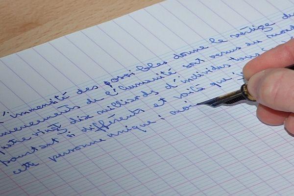 """Pascaline Kromicheff, qui habite à Puits (Côte d'Or), donne voix au chapitre à tous ceux qui ont envie d'écrire le """"livre de leur vie"""" et de transmettre leur mémoire."""