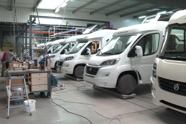 Un millier de céhicules sont produits chaque année dans l'usine Fleurette Constructeur de Benet en Vendée.